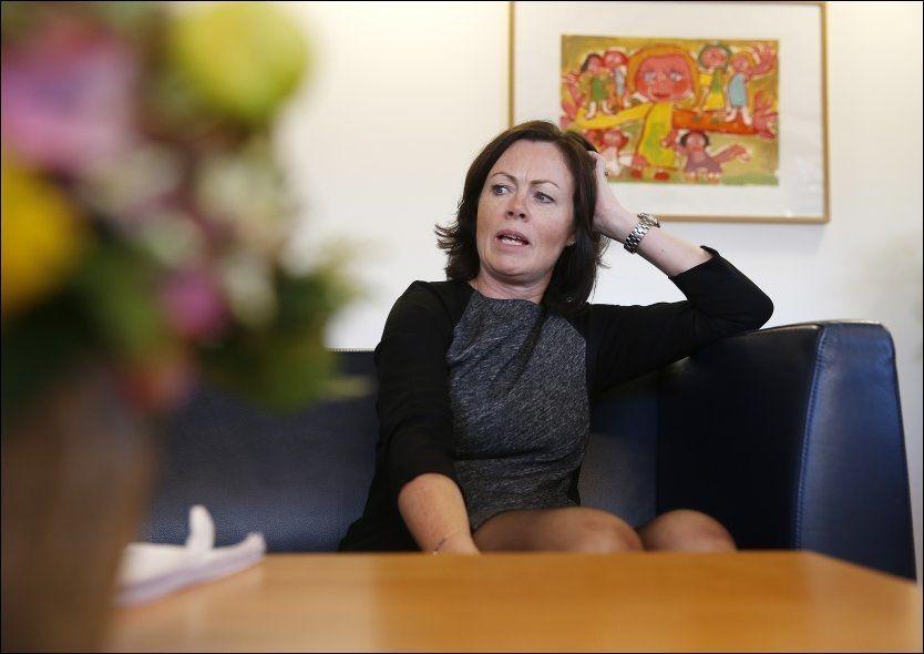 STILLER KRAV: Barne-, -likestillings, - og inkluderingsminister Solveig Horne (Frp) mener innvandrere må ha en viss kunnskap om norske samfunnsforhold for å få statsborgerskap. Foto: TROND SOLBERG/VG