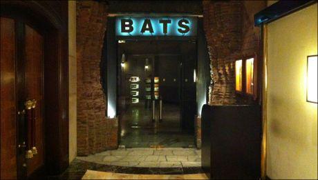I KJELLEREN: Utestedet Bats ligger i kjelleren under kronprinsparets hotell. Foto: GISLE ODDSTAD