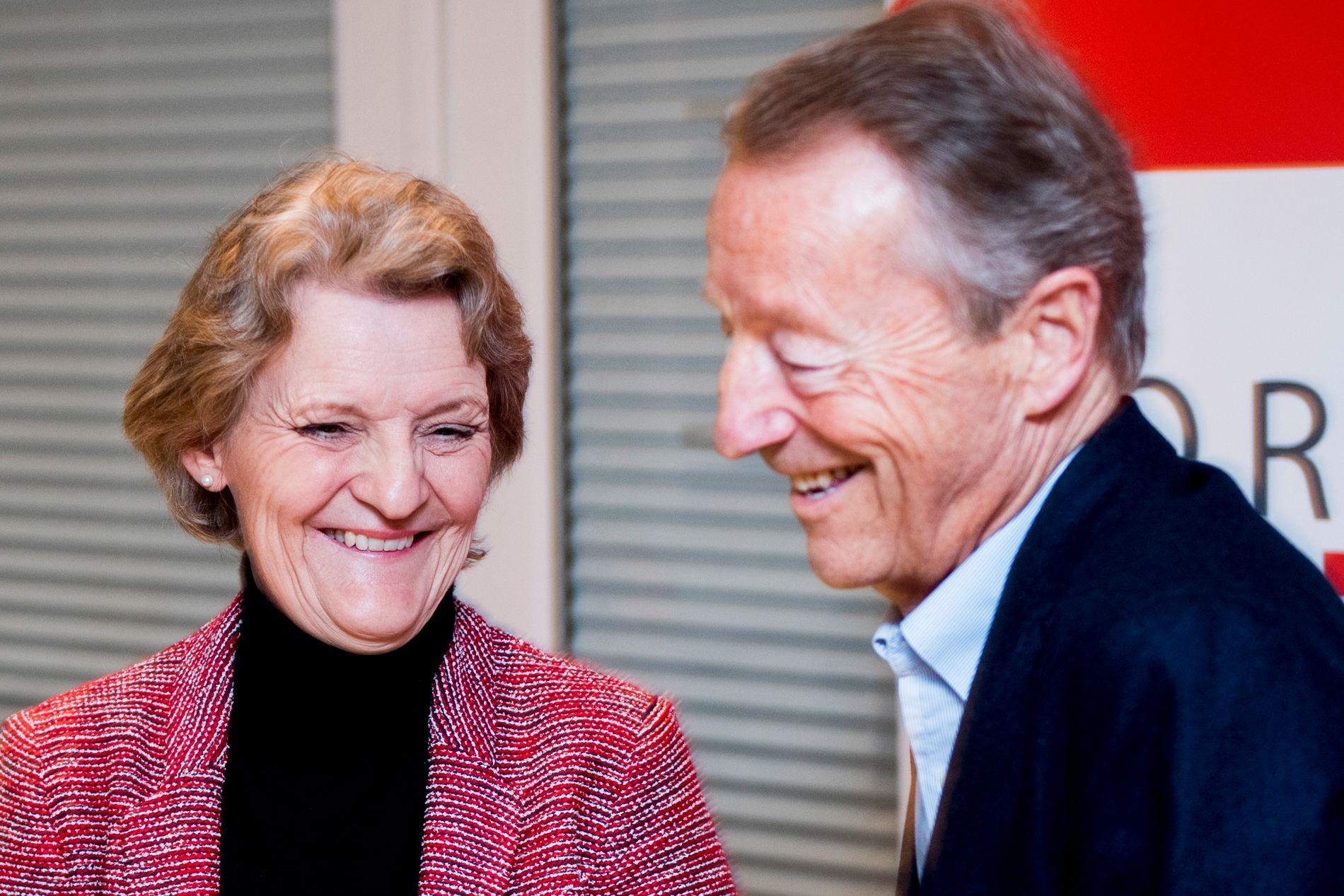 ERSTATTEREN: Her er Kristin Kloster Aasen, visepresident i NIF, og IOC-medlem Gerhard Heiberg på et pressemøte på Olympiatoppen i dag.