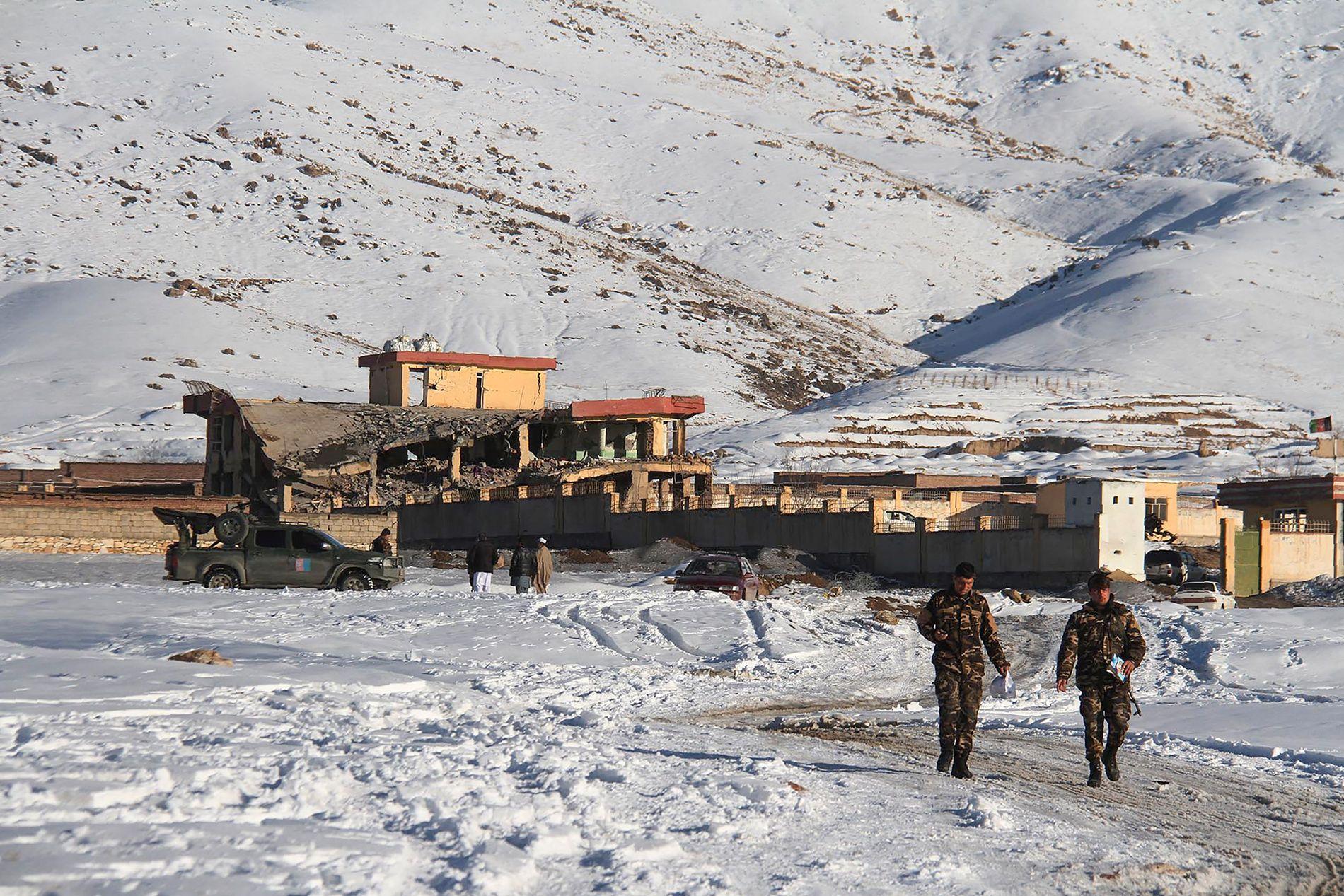 BILBOMBE-ANGREP: Taliban tok på seg skylden for angrepet på en militærbase i Maidan Wardak-provinsen 21. januar. Angrepet skjedde samme uke som fredssamtalene i Qatar begynte.