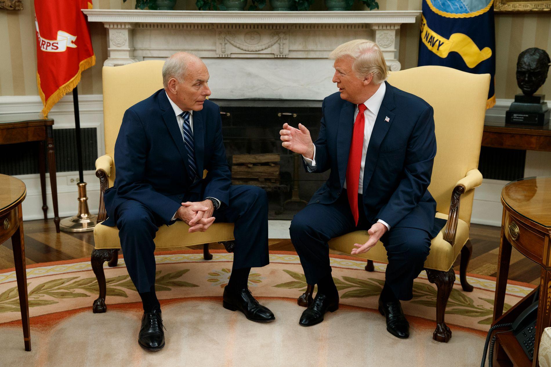 GOD STEMNING: Donald Trump og John Kelly like etter at sistnevnte startet i jobben som presidentens nye stabssjef mandag.