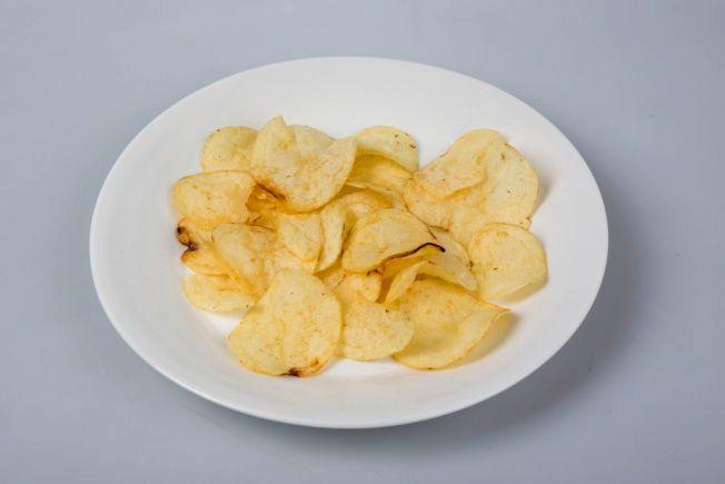 HELSPRØTT! Maarud ber VG vektklubb om heller å bruke betegnelsene «snacks» eller «chips» i sin test av «potetgull og chips, enn deres varemerkeregistrerte navn «potetgull»». FOTO: JAN PETTER LYNAU/VG.