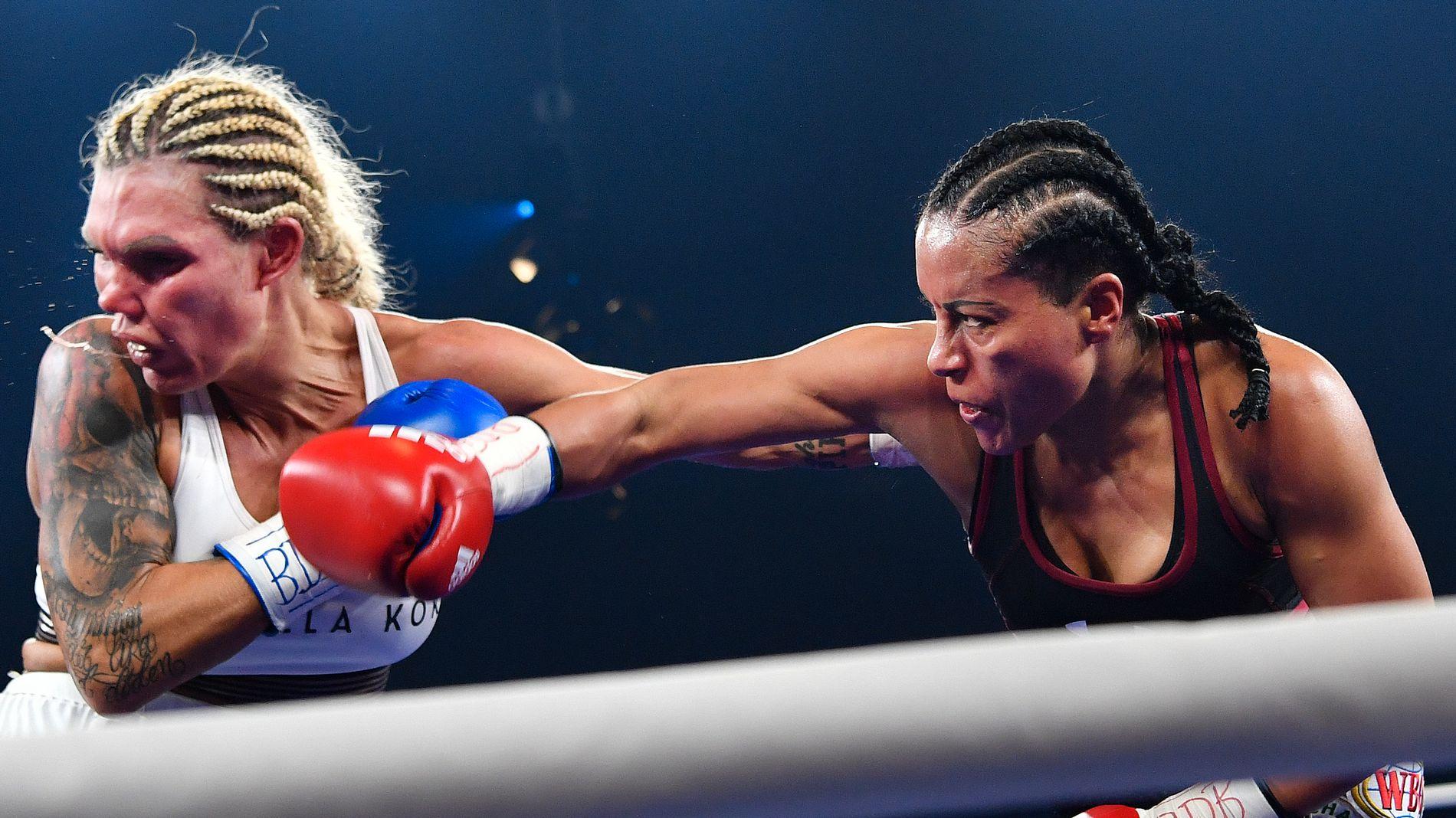 FORTSATT UBESEIRET: Cecilia Brækhus vant på teknisk knockout mot Mikaela Laurén (t.v.) i oktober.