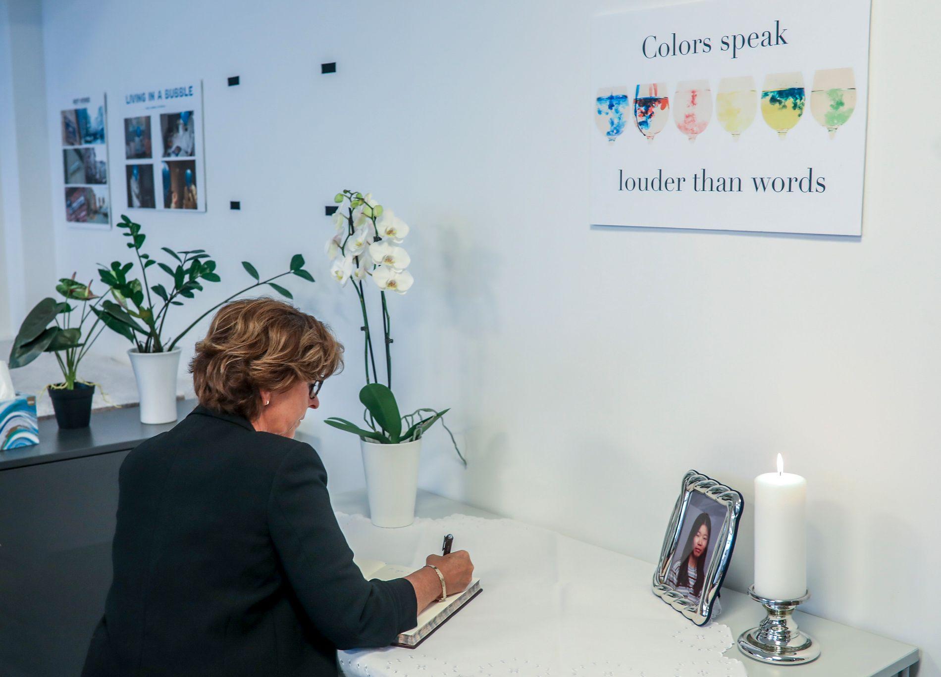 I SORG: Ordfører Lisbeth Hammer Krog i Bærum kommune skriver en hilsen i minneprotokollen til Johanne Zhangjia Ihle-Hansen.