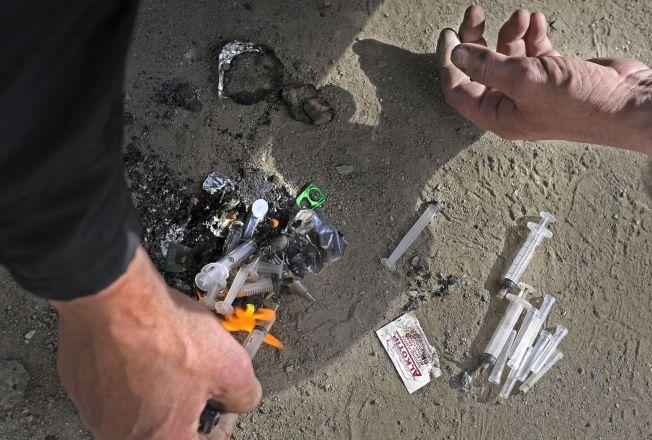 SPRØYTER: Norge er på verdenstoppen med 2-300 overdosedødsfall årlig. I dag arrangeres Verdens overdosedag. – Vi må arbeide oss ut av vrangforestillingen om at stoffmisbrukere er mennesker uten ansvar og vilje, skriver kronikkforfatteren.