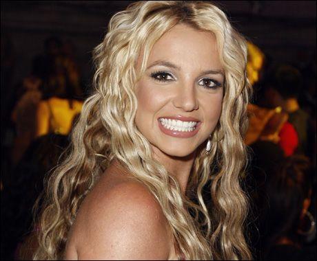PÅ FREMMARSJ IGJEN: Selv om Britney (26) fortsatt sliter med rettsproblemer, så er hun på opptur karrieremessig og ser bedre ut enn på lenge. Foto: AP