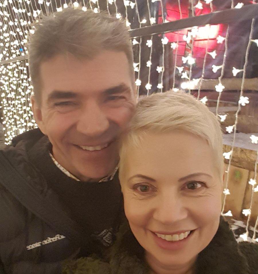 FRIDDE OG FIKK JA: Smilene satt løst hos både Sølvi og Arnt bare minutter etter at de forlovet seg natt til mandag.
