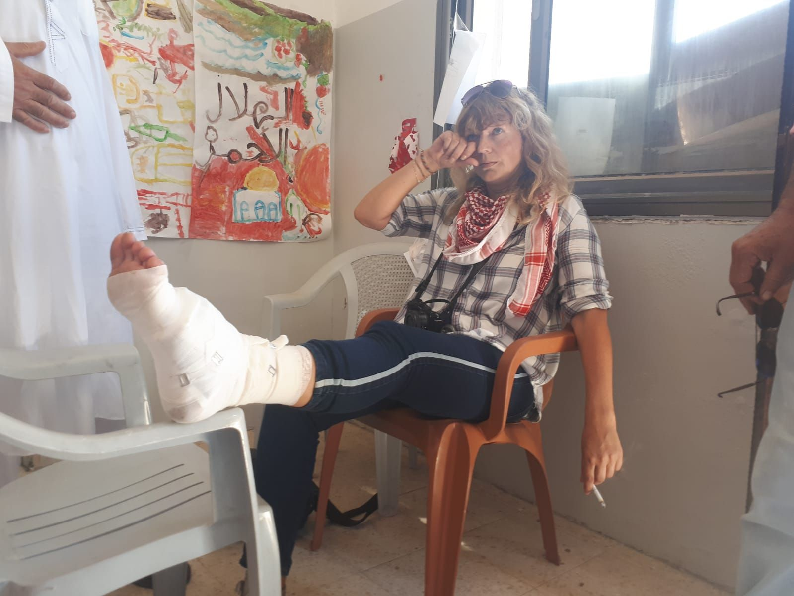 SKUTT IGJEN: Den norske aktivisten Kristin Foss (43) som ble skutt forrige lørdag i forbindelse med en demonstrasjon på Vestbredden, ble i dag sendt til sykehus etter hun ble skutt i foten av gummibelagt stålkule.