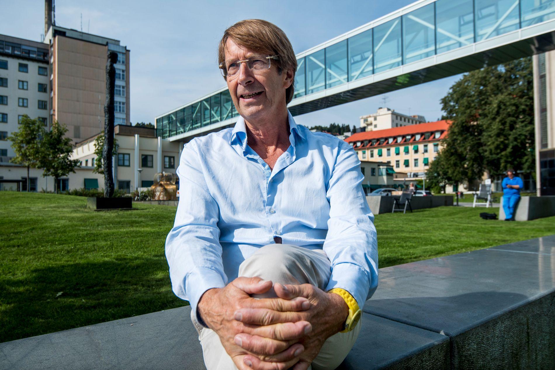KRONIKKFORFATTER: Professor Stein A. Evensen er kritisk til måten norsk idrett undersøker symptomfrie utøvere for astma på. Her er han utenfor Radiumhospitalet onsdag.