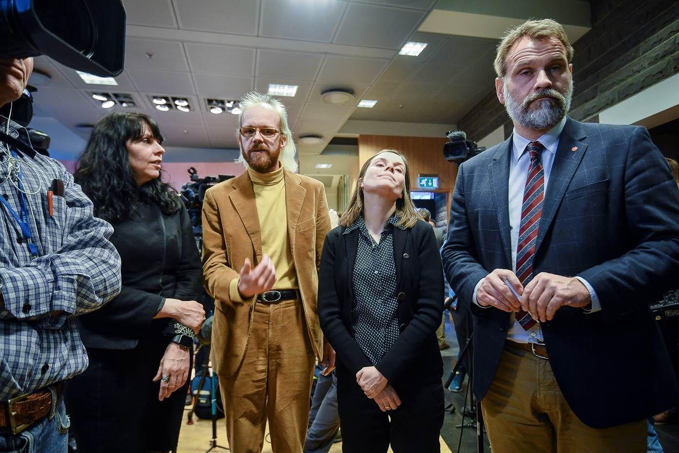 MISFORNØYDE: Birgitta Jónsdóttir som er leder for Piratpartiet (til venstre) mener at politikerne nå må jobbe for å få tillit av folket. Ottarr Proppe leder for partiet Lys Fremtid. Katrin Jakobsdottir, leder for Det Grønne Venstrepartiet. Arni Pall Arnason (til høyre) leder for Sosialdemokratene.
