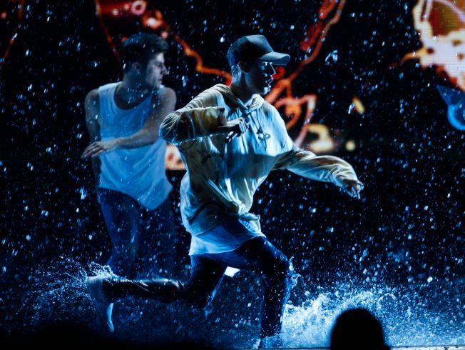 Det var mye vann på scenen da Justin Bieber fremførte «Sorry» under American Music Awards.
