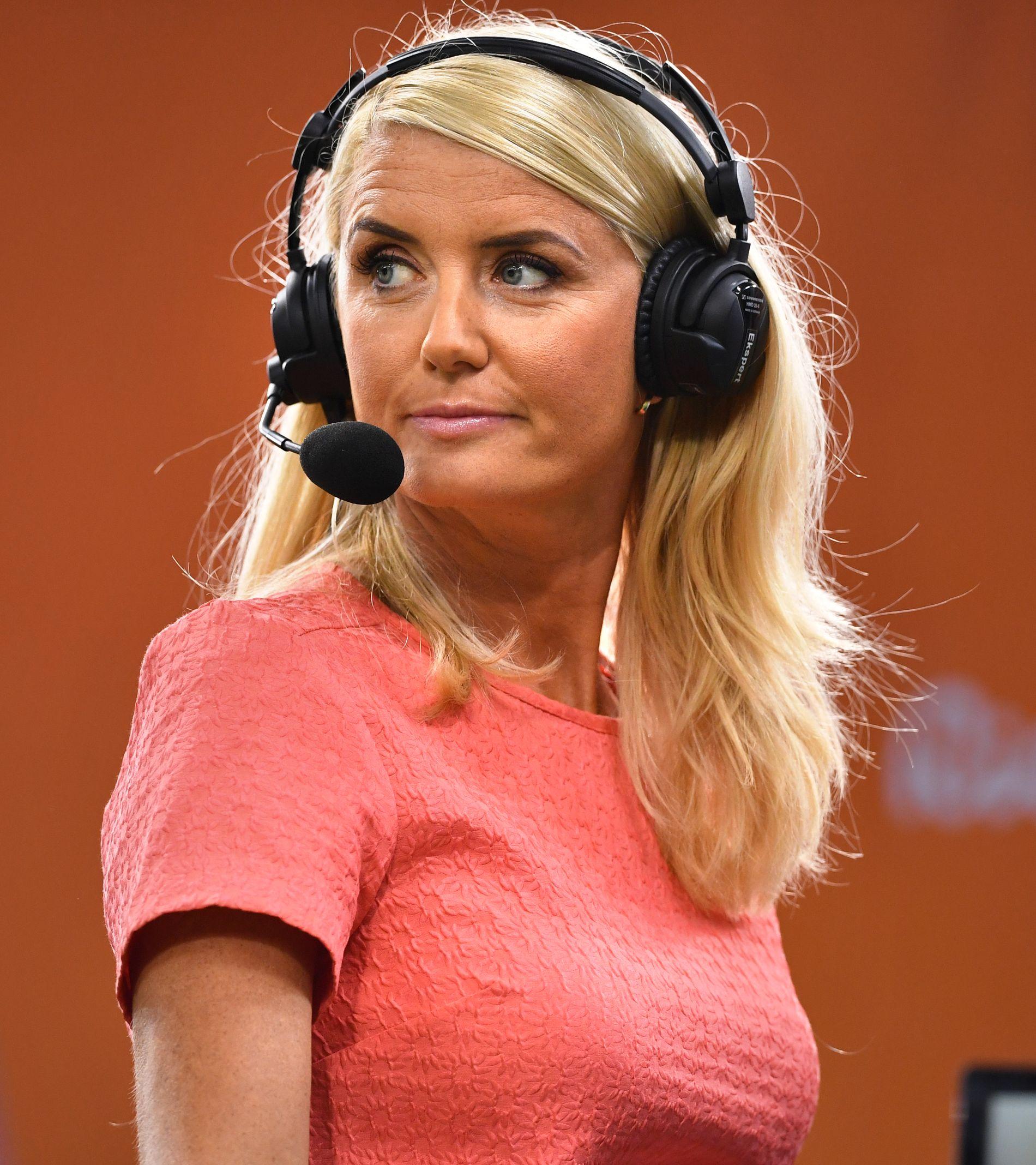 VURDERER JOHAUGS SAK: Randi Gustad har satt seg inn i Johaugs dopingsak. Her er hun på jobb som håndballekspert for TV 2 under OL i Rio.