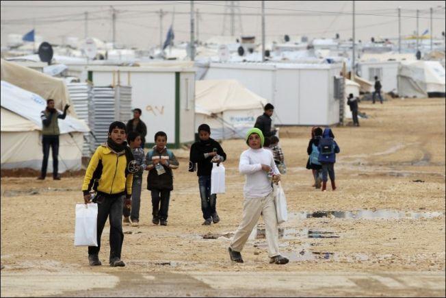 JORDAN: Landet har tatt imot 630 000 syriske flyktninger, mange av dem i Al Zaatari-leiren.  Gulfstatene blir kritiesert for ikke å ta imot noen. Men de gir store beløp i humanitær hjelp. . Foto: REUTERS
