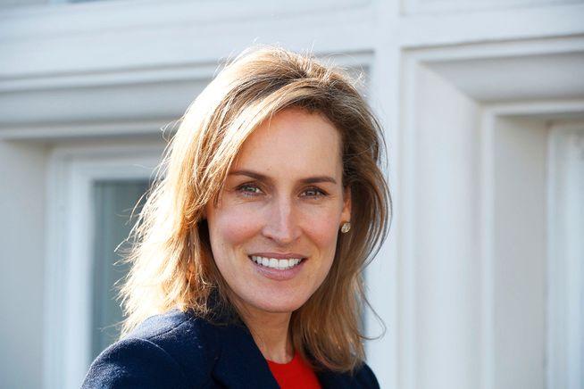 PÅ BOKLISTA: Santa Montefiore (46) har for øyeblikket hele tre bøker inne på den norske bestselgerlisten. Hun er gift med historikeren og forfatteren Simon Sebag Montefiore, og hun er i den britiske kongefamiliens omgangskrets.