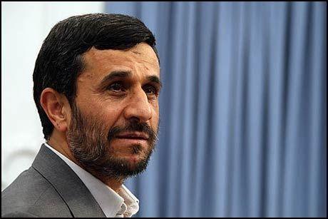 UREDD: - Det iranske folk står fast og vil ikke ta ett skritt tilbake etter press fra undertrykkende makter, sier Irans president Mahmoud Ahmadinejad. Foto: AFP