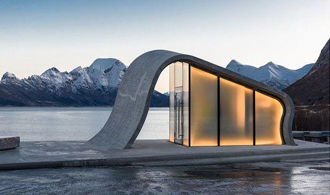 JUST DO IT! Nei, dette er ikke en arkitekttegnet bolig i havgapet. Det er en offentlig do og den er nettopp kåret til å være verdens vakreste avtrede.