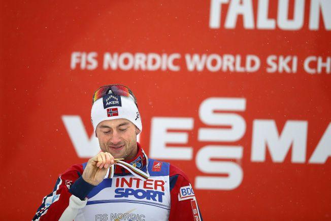 HEI SANN DER, NOK ETT GULL: Petter Northug ble verdensmester for fjerde gang i Falun da han vant femmila søndag.