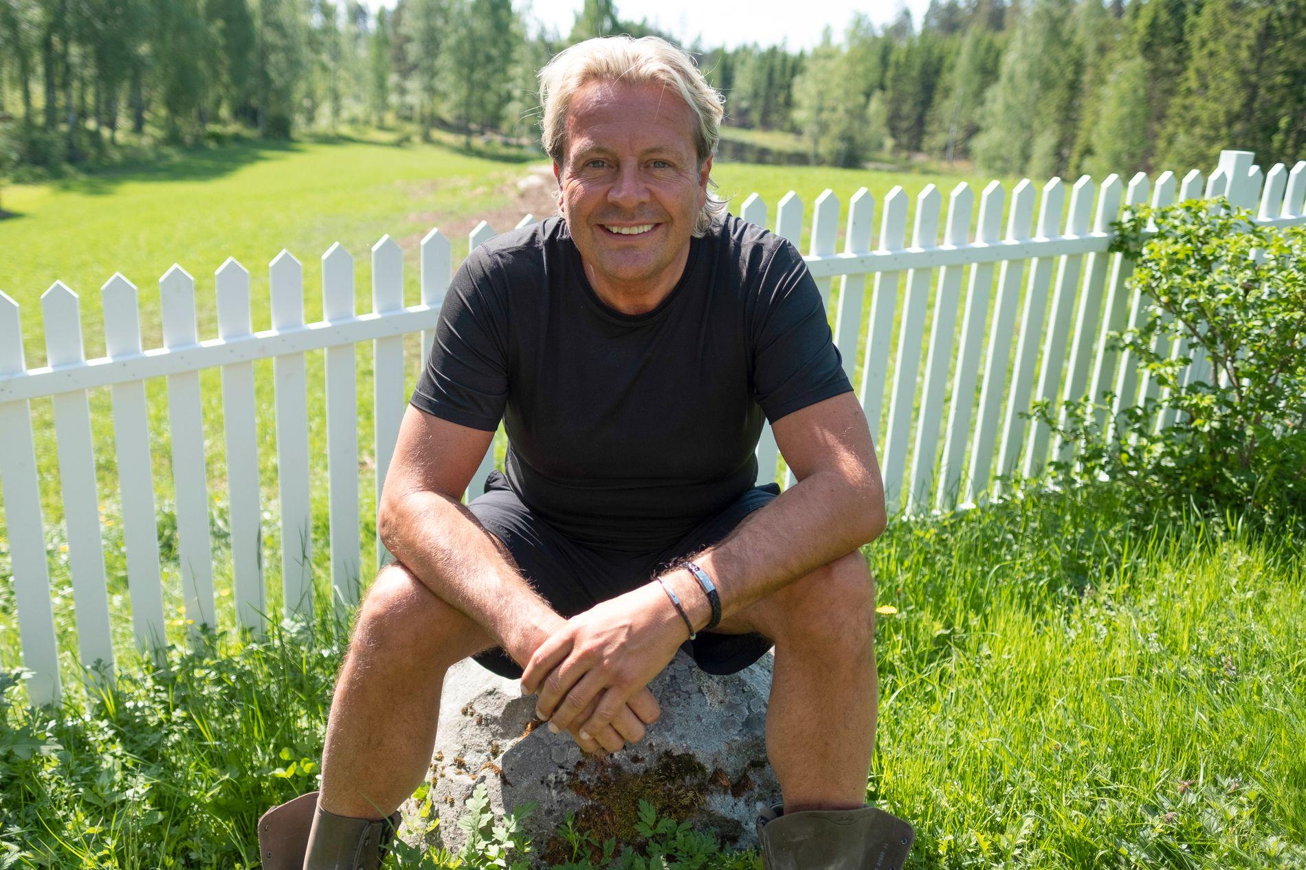 ANMELDT: Runar Søgaard, her på «Farmen kjendis»-innspilling.