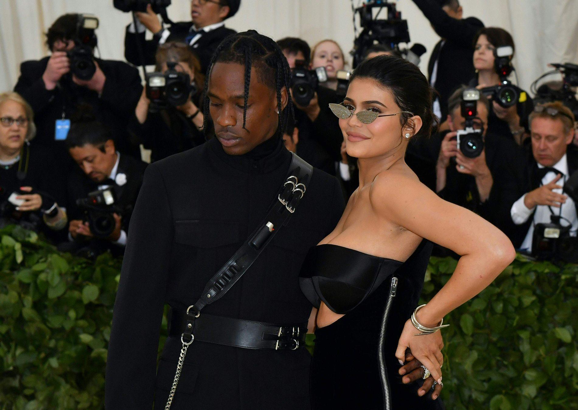 FORELDRE: Kylie Jenner (21) og Travis Scott (26) ble foreldre til Stormi Webster i februar.