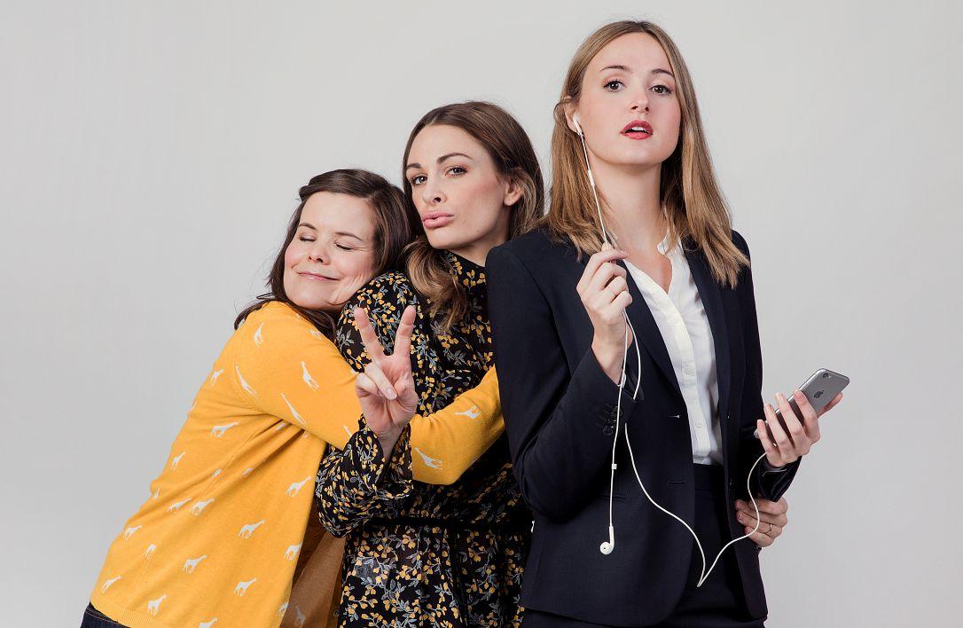 SIT-KOM: Ida (Kjersti Tveterås), Camilla (Jenny Skavlan) og Siri (Renate Reinsve) ble kjent på folkehøyskolen. Nå må de takle det plutselige voksenlivet i ny serie.