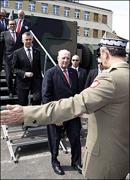 I POLEN: Kongen er på statsbesøk i Polen sammen med blant andre forsvarsminister Espen Barth Eide (Ap). Foto: NTB Scanpix
