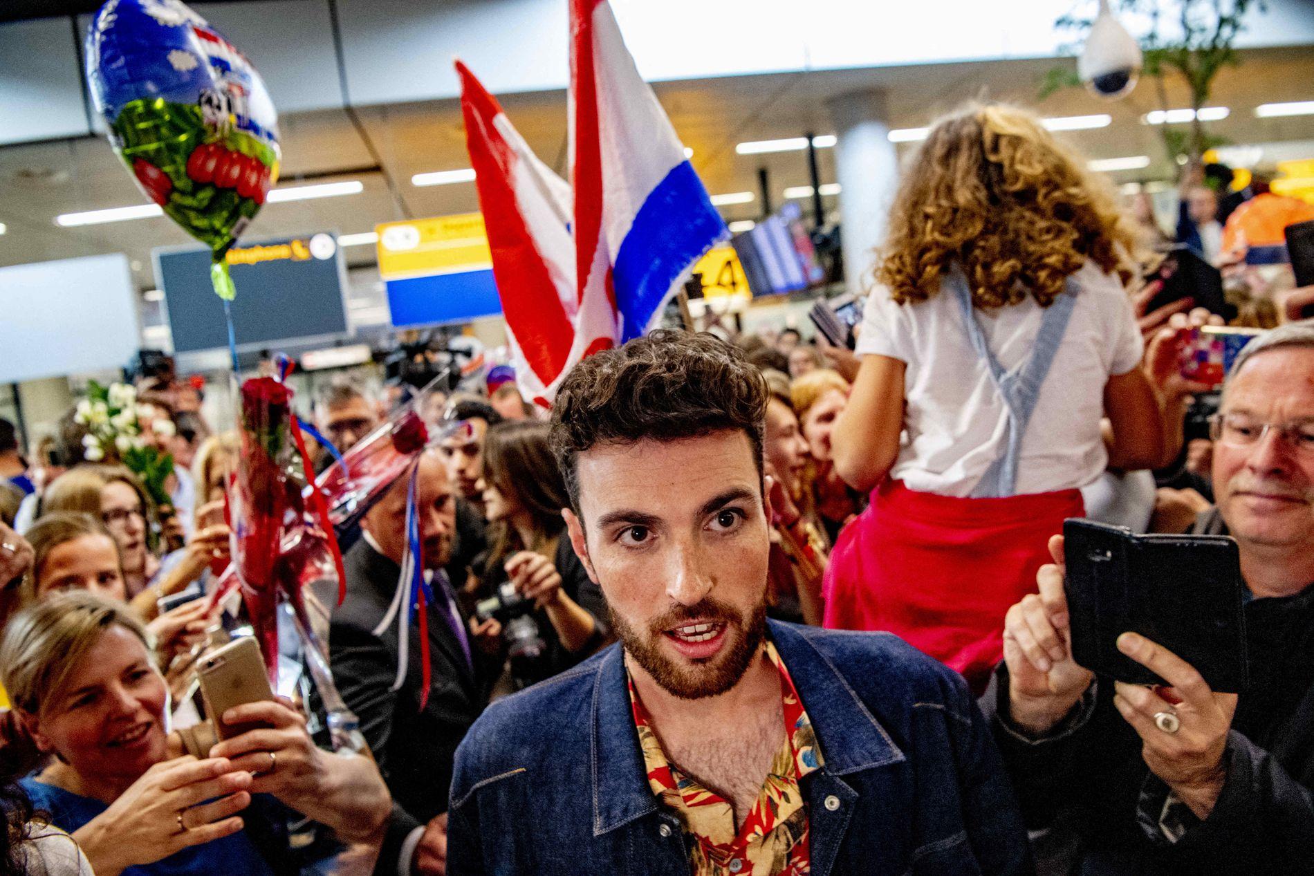 PROFET I EGET HJEMLAND: Duncan Laurence ble varmt mottatt da han kom hjem til Amsterdam etter ESC-seieren i Tel Aviv.
