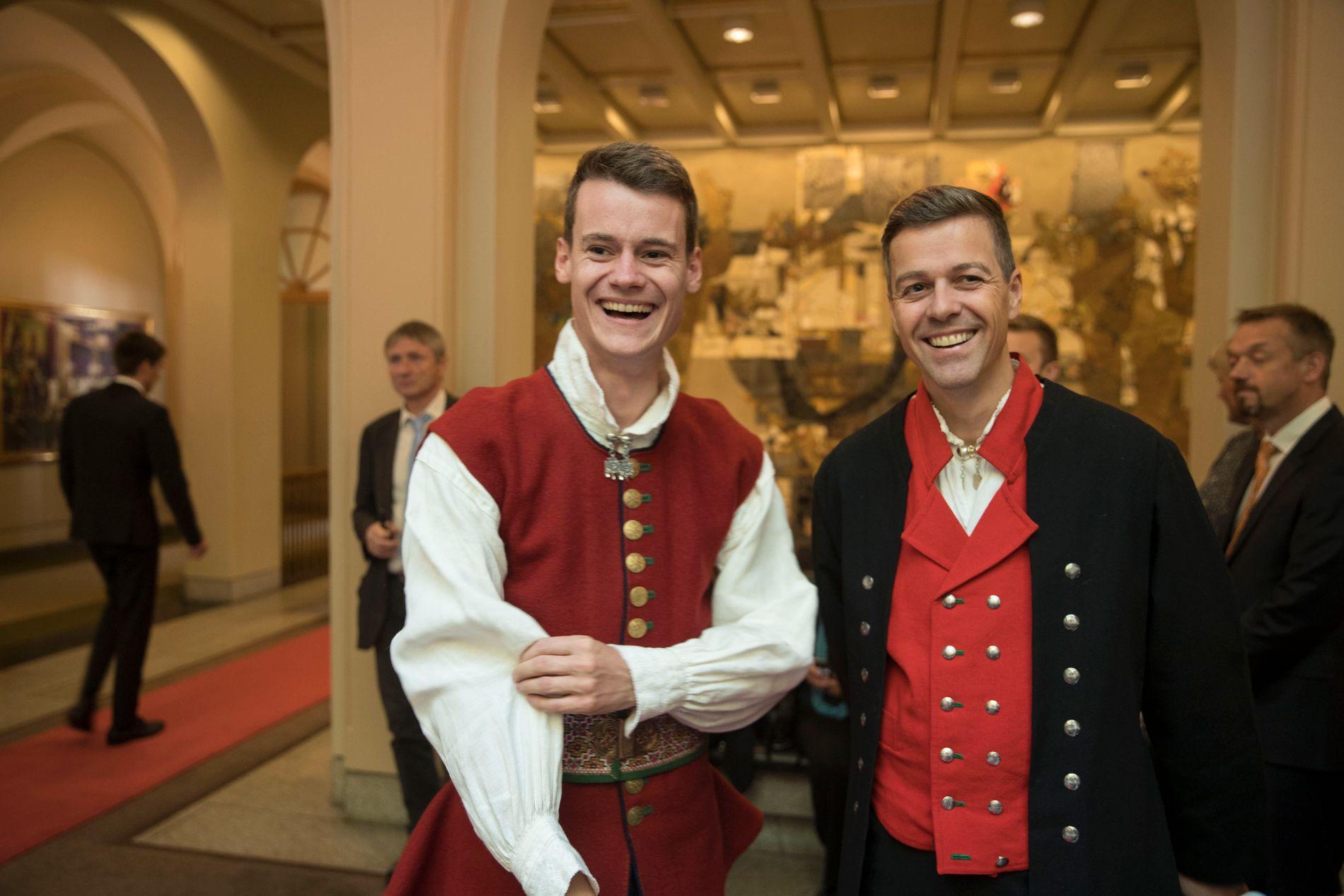 KrFs stortingsrepresentant Tore Storehaug (t.v.) støttet KrF-leder Knut Arild Hareide under partiets retningsvalg i fjor høst, men endte torsdag med å stemme for regjeringsplattformen KrF, Venstre, Høyre og Fremskrittspartiet har forhandlet fram.