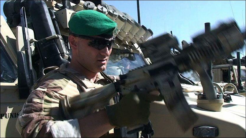 KAMPKLAR: Major Kristian Simonsen i Meymaneh er kompanisjef for MEK 4 i Afghanistan. Dette bildet er tatt 2. juli, dagen etter at bårene med de falne norske soldatene ble fraktet hjem til Norge. Foto: Roar Dalmo Moltubak Foto: