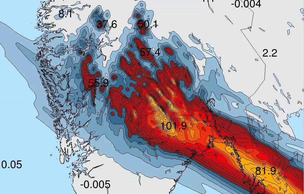 INTENS OG STILLESTÅENDE: Slik vil nedbøren falle fra lørdag til søndag morgen ifølge prognosene. På det meste viser prognosen oveer 100 mm på ett døgn.