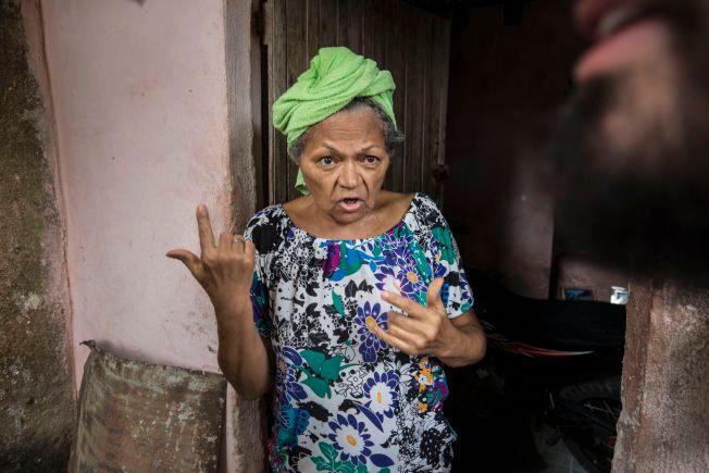 FØLER SEG UVEL: 62 år gamle Penha sier hun har vært syk i tre måneder. I drikkevannet hennes fant hæren mygglarver.