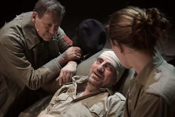 Svein Tindberg og Paul-Ottar Haga i «Andre verdskrigen - Natt i verda» på Det norske teatret.