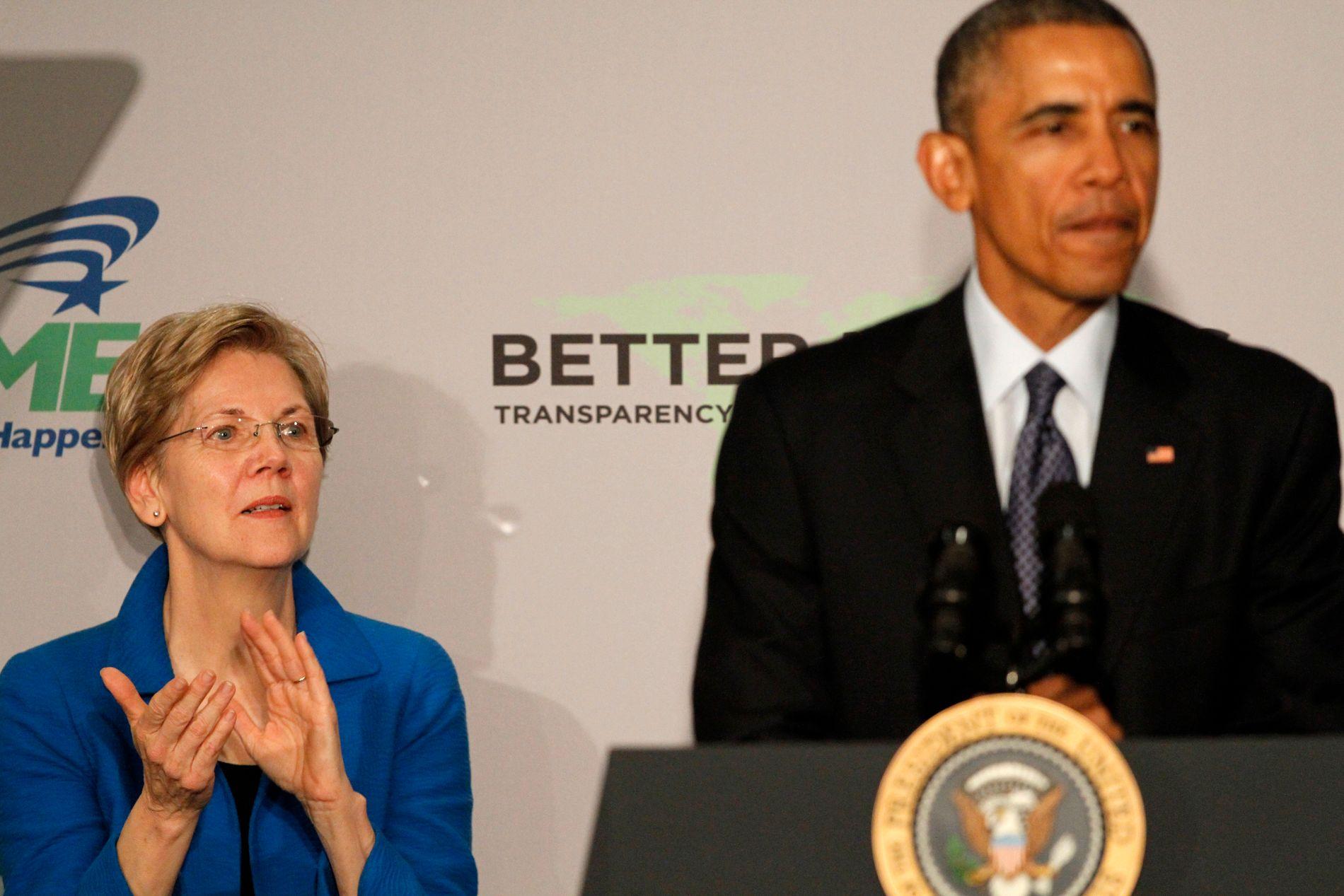 JOBBET FOR PRESIDENTEN: Barack Obama og Elizabeth Warren i 2015. Warren ble utnevnt til leder for Consumer Financial Protection Bureau av Obama i 2010.