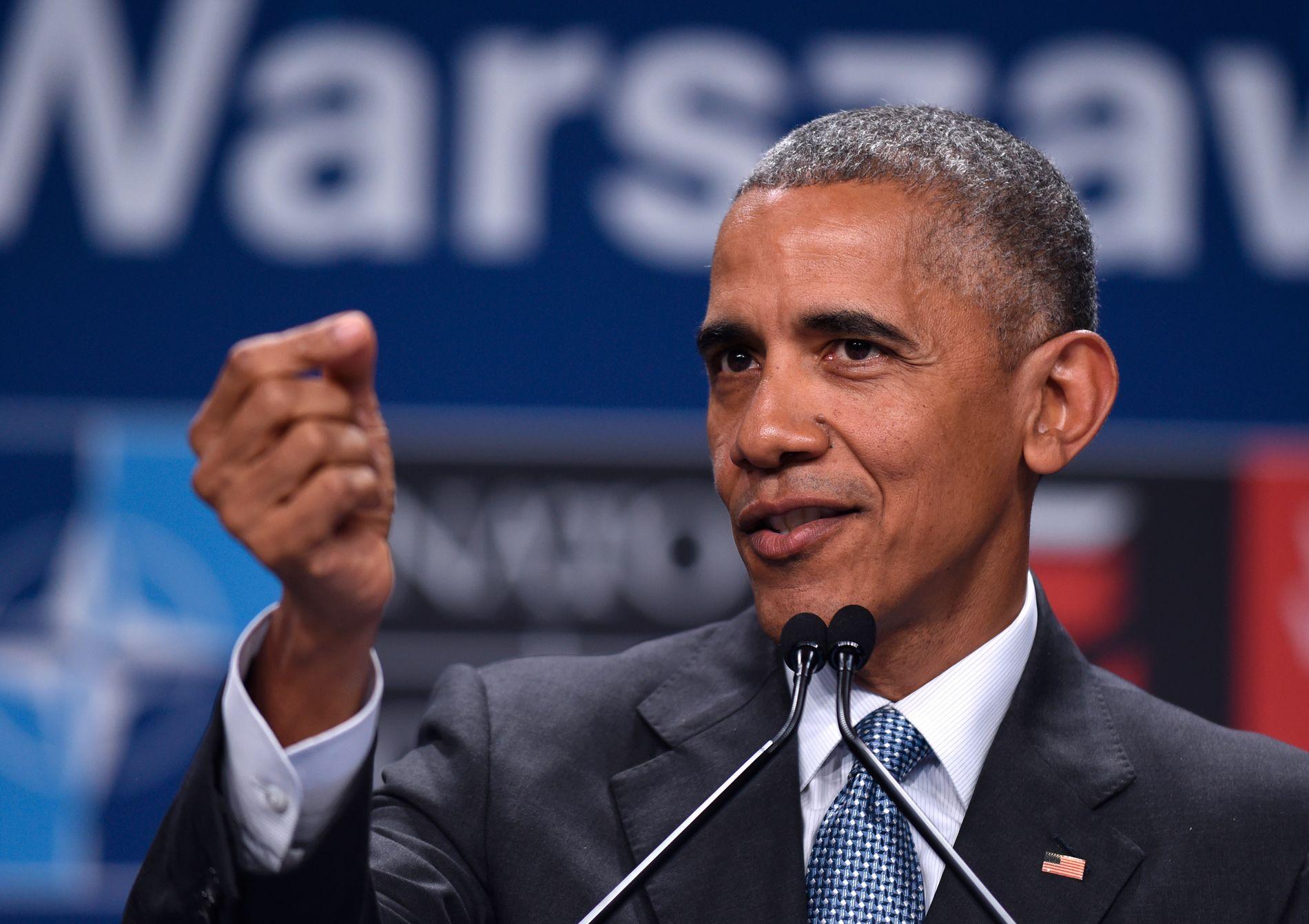 TAR DALLAS DYPT ALVORLIG: President Barack Obama holdt en time lang pressekonferanse etter NATO-toppmøtet lørdag kveld.