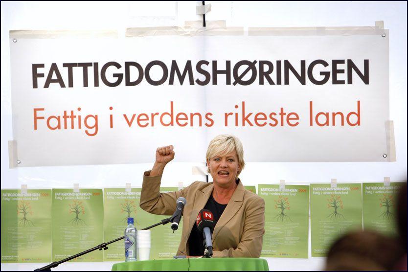 TENNER OG BOLIG: Kristin Halvorsen skal fortsatt avskaffe fattigdommen. - Det eri kke lett å avskaffe fattigdommen i en fei men den er lett å forplikte seg, sier hun. Foto: Scanpix
