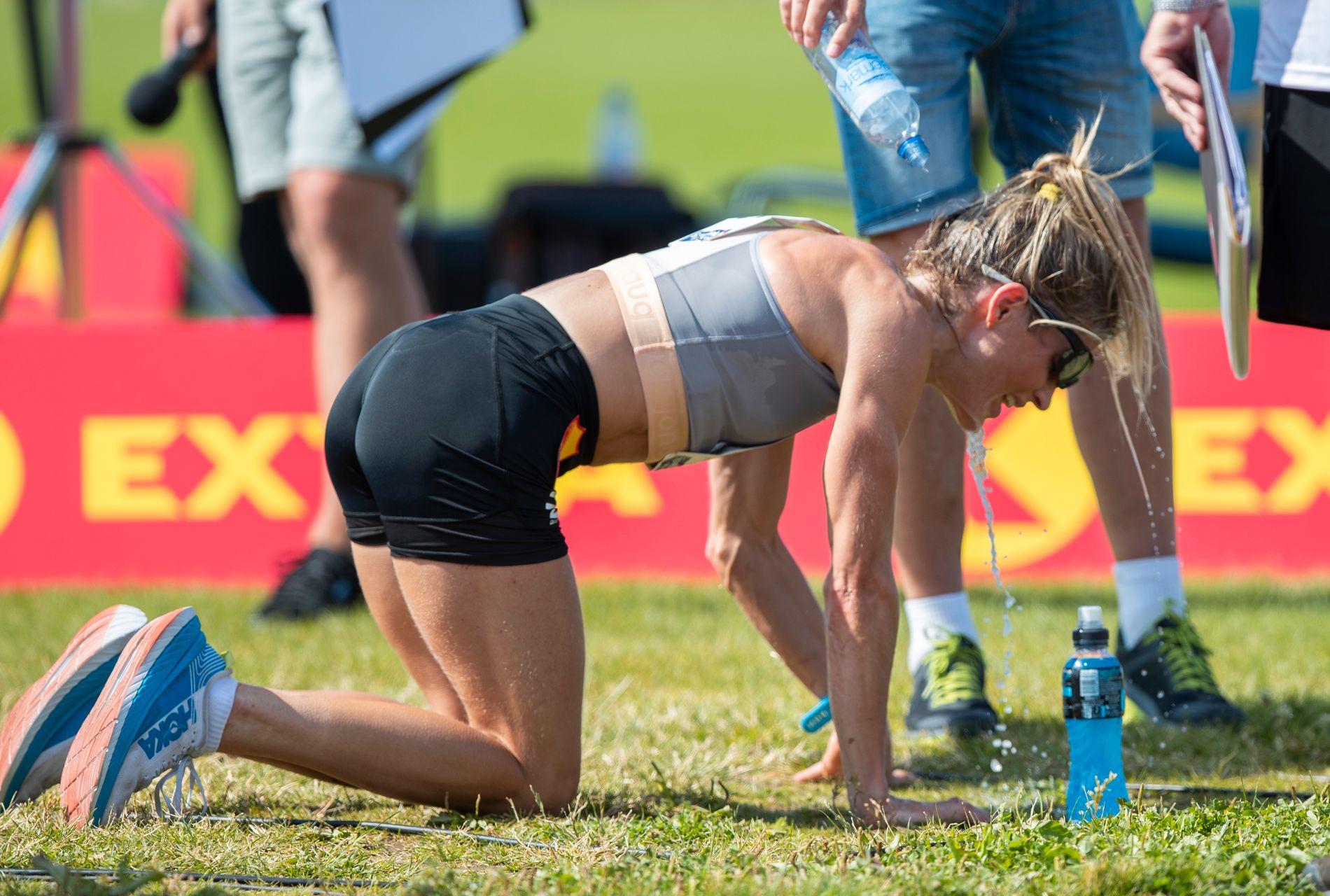 TAR UT ALT: Therese Johaug var helt ferdig etter 32.20 på 10 000-meteren i NM i friidrett.