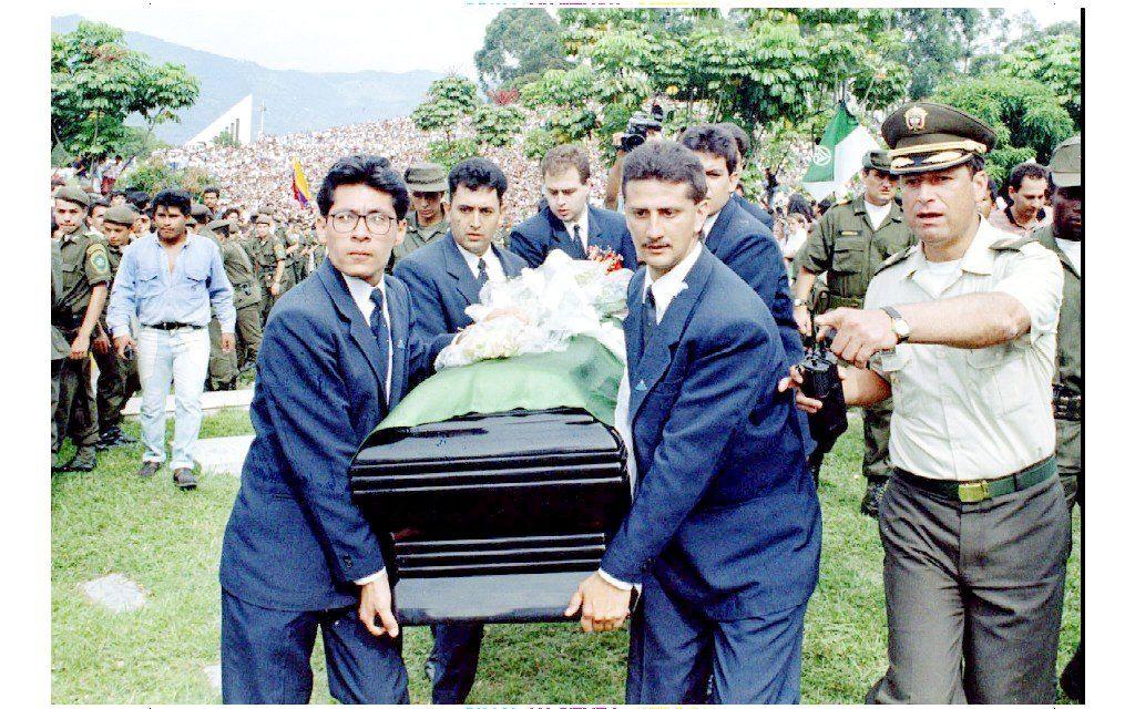 BLE DREPT: Andres Escobar ble drept den 2. juli 1994. Over seks tusen var i begravelsen.