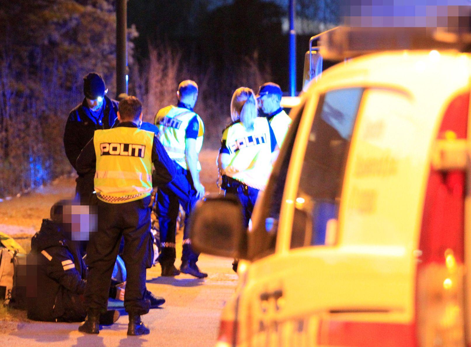 SLÅR TIL: Politiet gjennomfører en narkotikaaksjon mot en russebuss i Drammen. Flere skal være arrestert.
