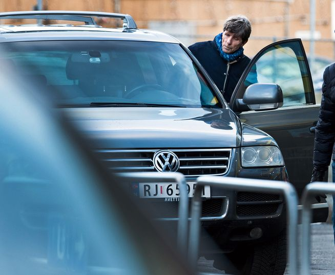300 HESTEKREFTER: Per Oluf Svendsen kjører rundt i en Volkswagen Touareg som tilhører Stiftelsen Ordet. Dette bildet er tatt tre uker etter at 67-åringen ble avsatt som styreleder av Stiftelsestilsynet.