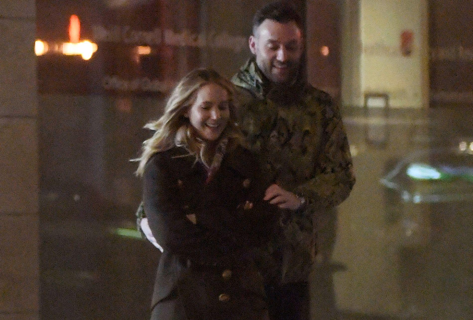 UTE OG FEIRET: Nettstedet Page Six meldte tirsdag at Jennifer Lawrence og kjæresten Cooke Maroney i helgen «var ute og feiret».