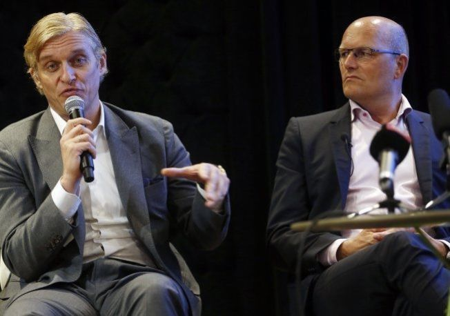 OMSTRIDT: Oleg Tinkov (t.v.) og Bjarne Riis i Tinkoff-Saxo holder her en pressekonferanse i London i desember i fjor.