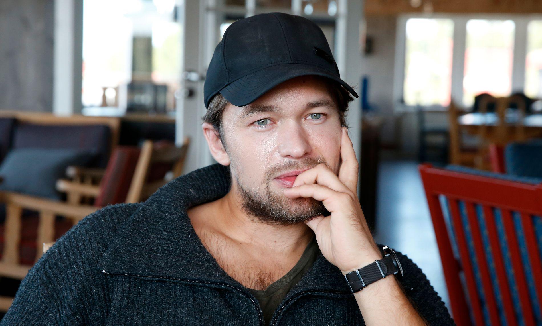 ENDELIG TILBAKE: Jakob Oftebro er svært takknemlig for å være tilbake på Gålå for å gjøre «Peer Gynt» etter ulykken: - Det har vært en veldig fin vei inn igjen, sier han.