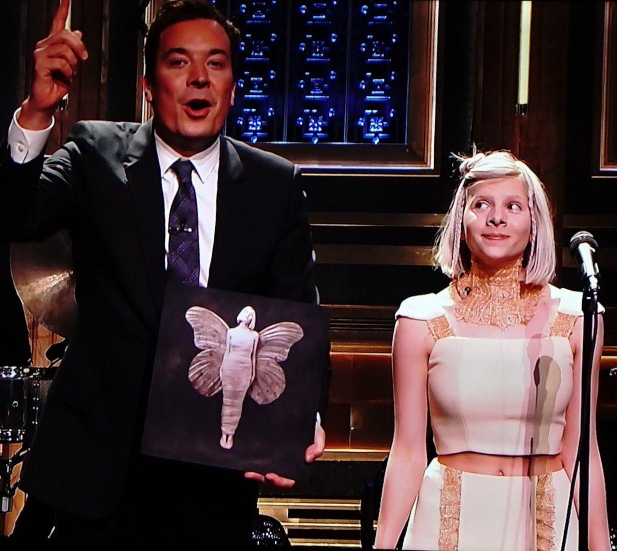 TV-STJERNE: Aurora Aksnes vakte oppsikt med sin opptreden hos Jimmy Fallon. Foto: PETROLEUM