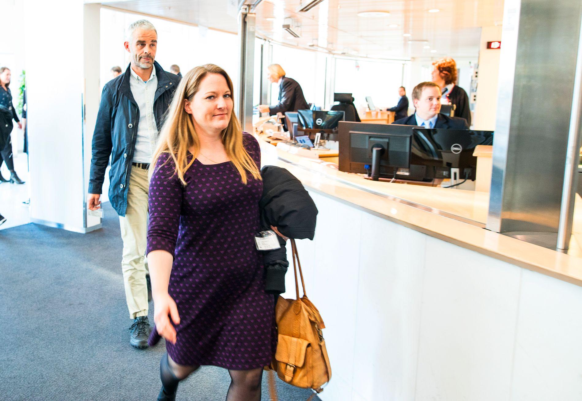 TOPPMØTE: Her er Sødermanns daglige leder, Hilde Langtangen, og gründer, Petter Sødermann, på vei inn til et møte med kommunalminister Monica Mæland i oktober i år.