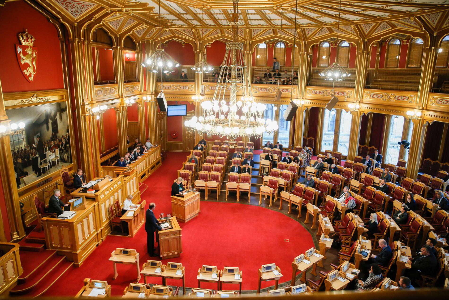 ALL MAKT I DENNE SAL: Stortingets flertall sørget mandag ettermiddag for at representantene kan få ett års ekstra etterlønn, om de ikke får ny jobb når de forlater vervet