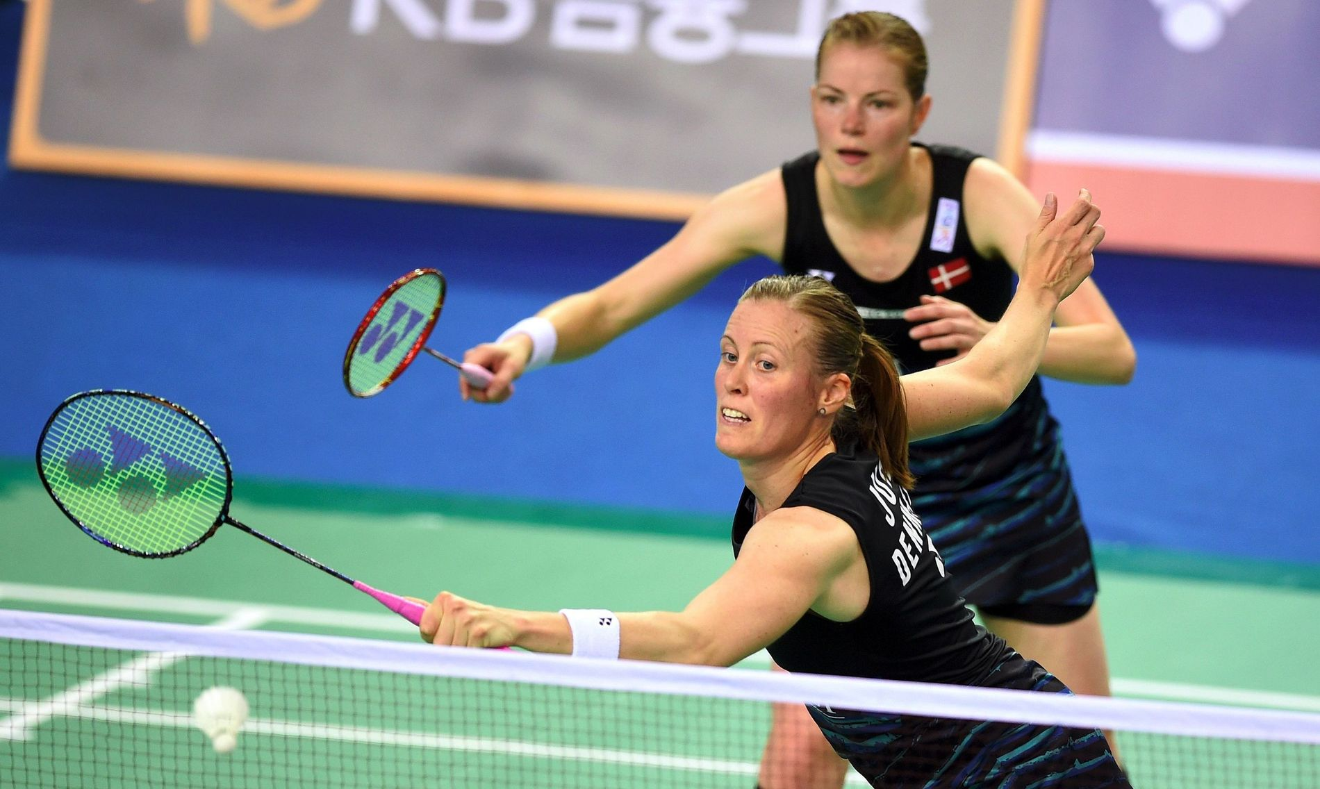 SUPER-PAR: Kamilla Rytter Juhl (foran) og Christinna Pedersen i aksjon i en badmintonturnering i Seoul i Sør-Korea nylig.