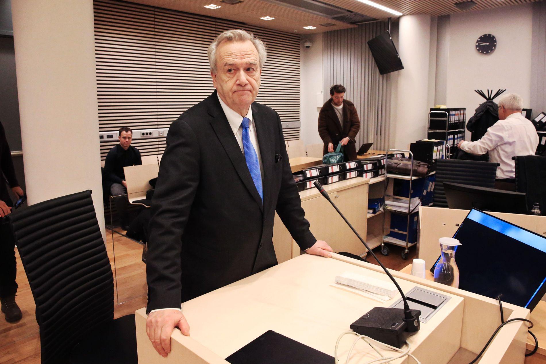 I RETTEN: Riksadvokat Tor-Aksel Busch vitnet fredag i Jensen saken. Dommer Kristel Heyerdahl bemerket overfor lagretten at det er svært uvanlig at riksadvokaten vitner i en straffesak.
