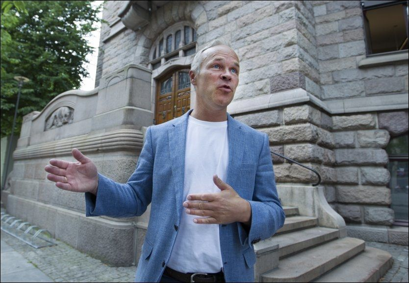 SKATTEANSVARLIG: Høyres nestleder og finanspolitiske talsmann, Jan Tore Sanner, foran Finansdepartementet.
