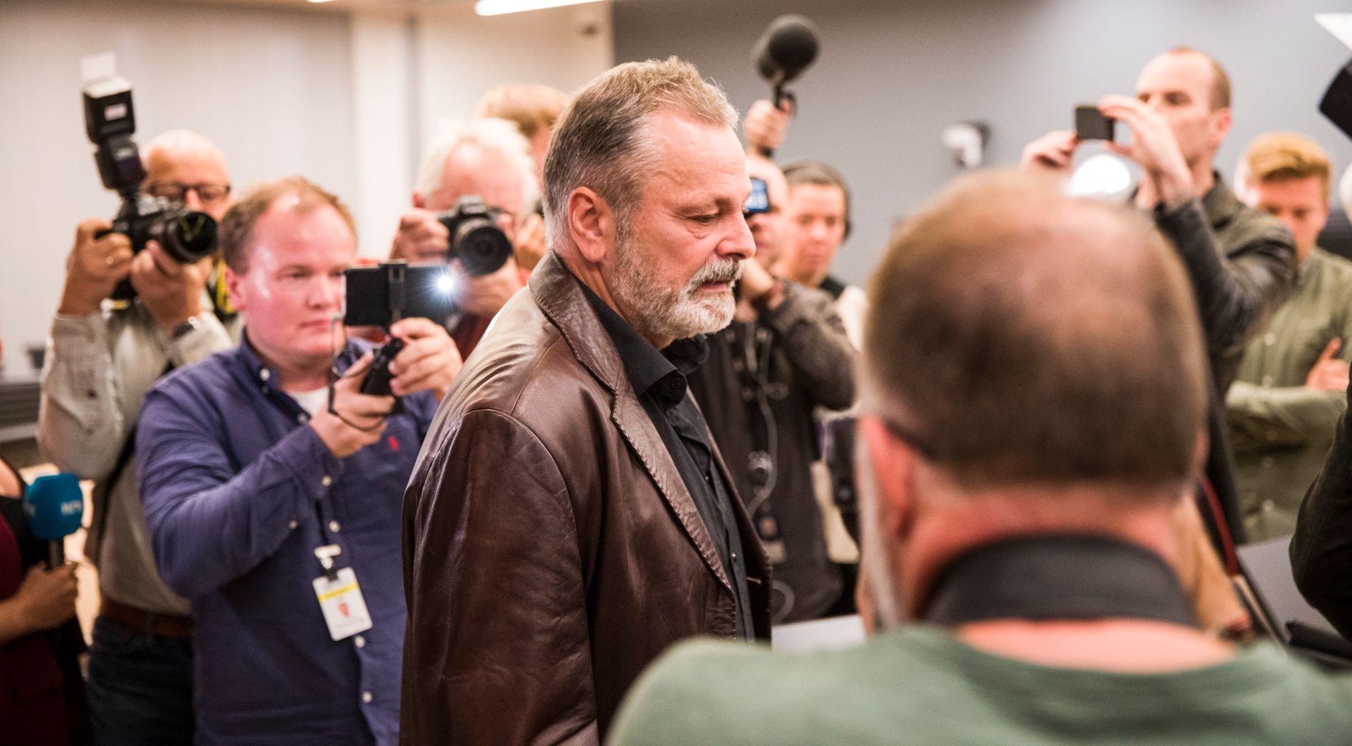 NY RUNDE: Ekspolitimann Eirik Jensen ankommer sal 250 i Oslo tingrett for å motta dommen. Tirsdag er han tilbake i salen når ankesaken starter.