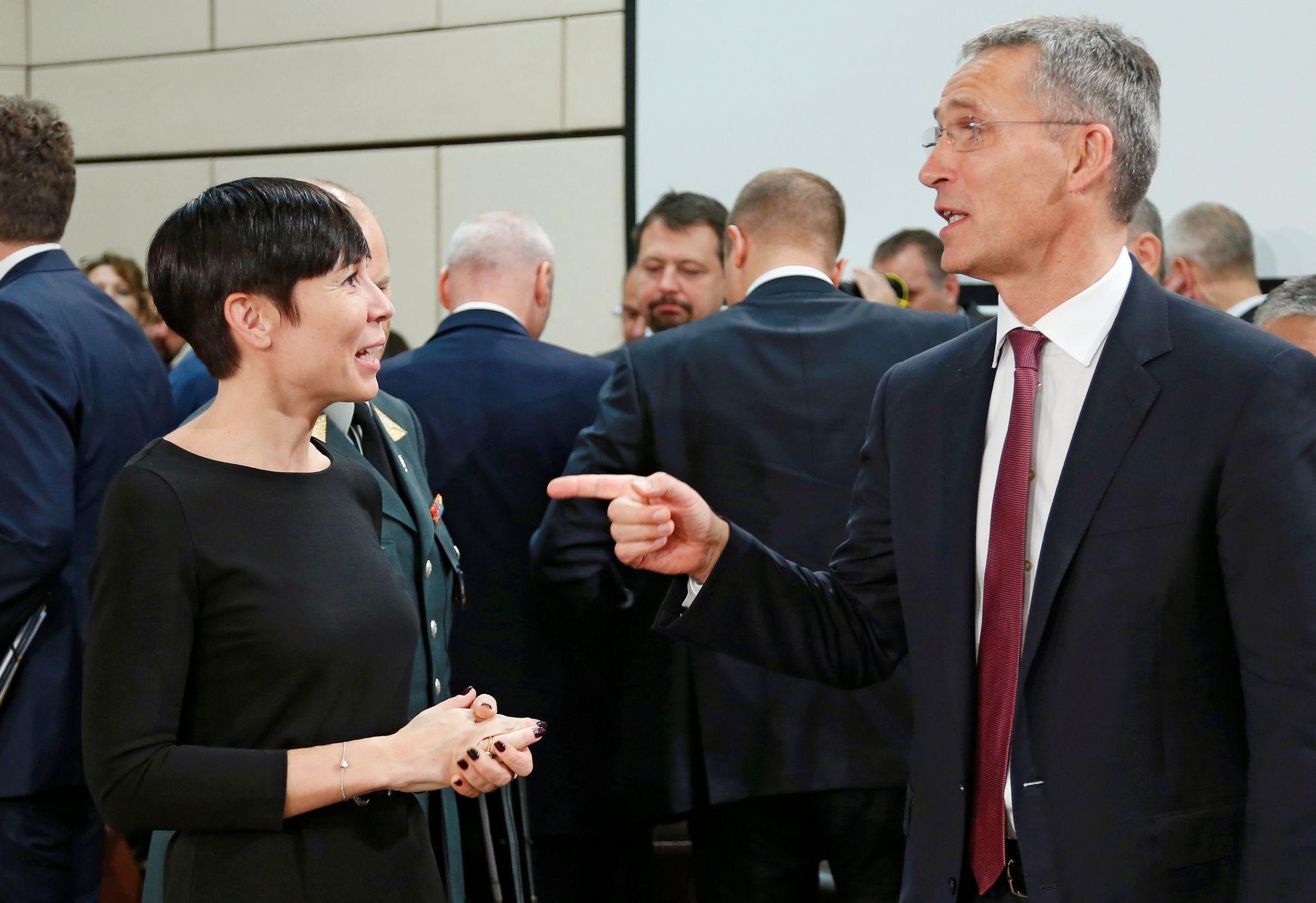 DRAR NATO NORDOVER: Eks-forsvarsminister Ine Eriksen Søreide (H) og NATO-sjef Jens Stoltenberg på forsvarsministermøte i Brussel høsten 2016. Denne uken debuterer den nye forsvarsministeren Frank Bakke-Jensen (H) i NATO.