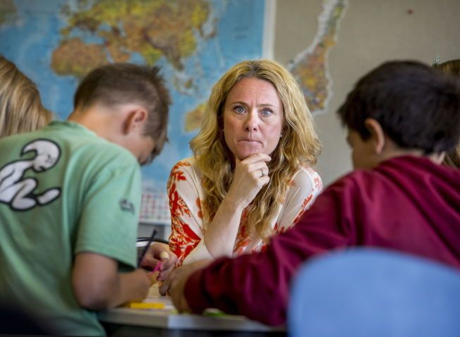 LÆRERROLLEN: - Det står i læreplanen at «læreren med utgangspunkt i læreplanens kompetansemål velger innhold, aktiviteter og arbeidsmåter». Det gjev den enkelte lærar mogelegheit til variere og tilpasse undervisninga til sine elevar, slik at dei lærer best. Det vil ikkje Osloskolen (her ved skolebyråd Anniken Hauglie) gje han høve til, skriv kronikkforfattaren.